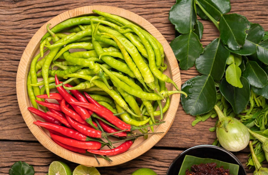 is-hot-sauce-healthy-bowl-of-chillies